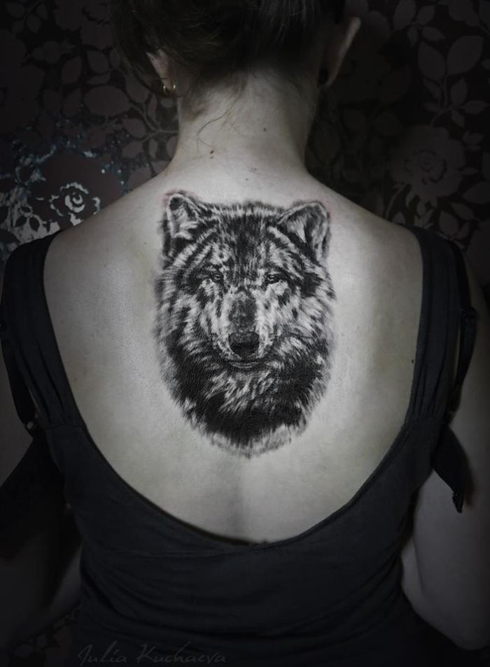 hyper-realistic wolf tattoo for womens (19)