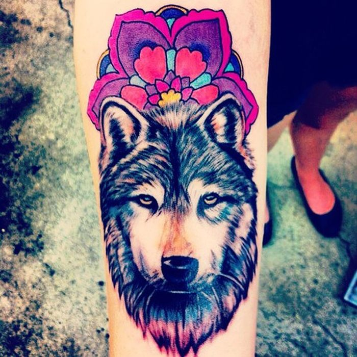 wolf colored tattoo with flowers (32)