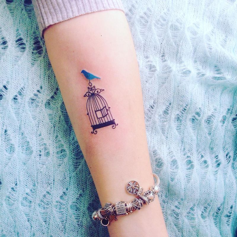 Tattoo artist pis saro creates wonderful sketchy for Small ass tattoos