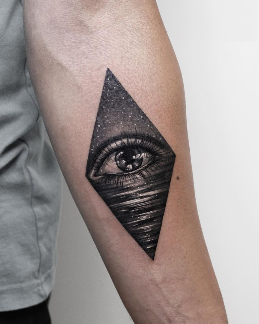 blackwork tattoo