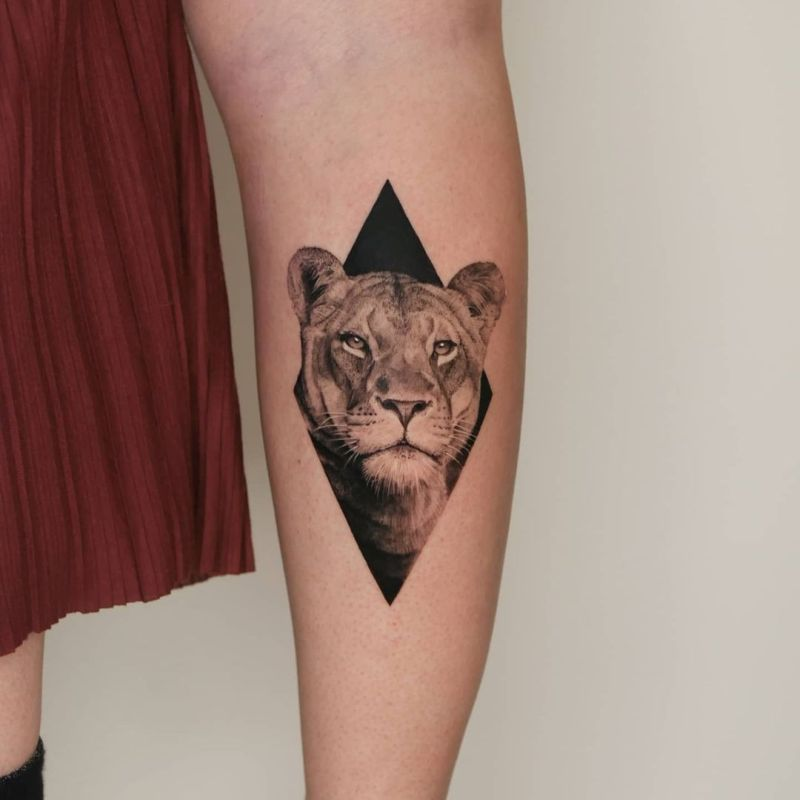 cool lioness ink piece