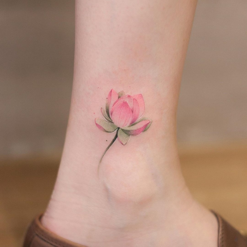 minimalist floral tattoos