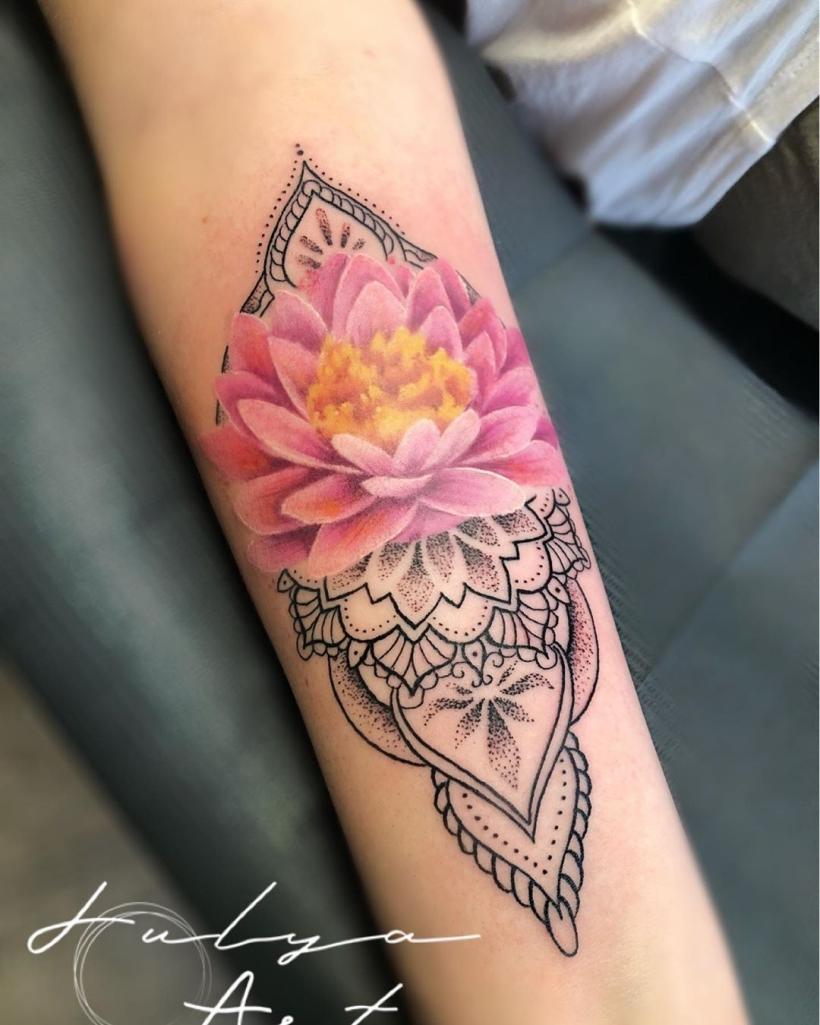 pink lotus meaning