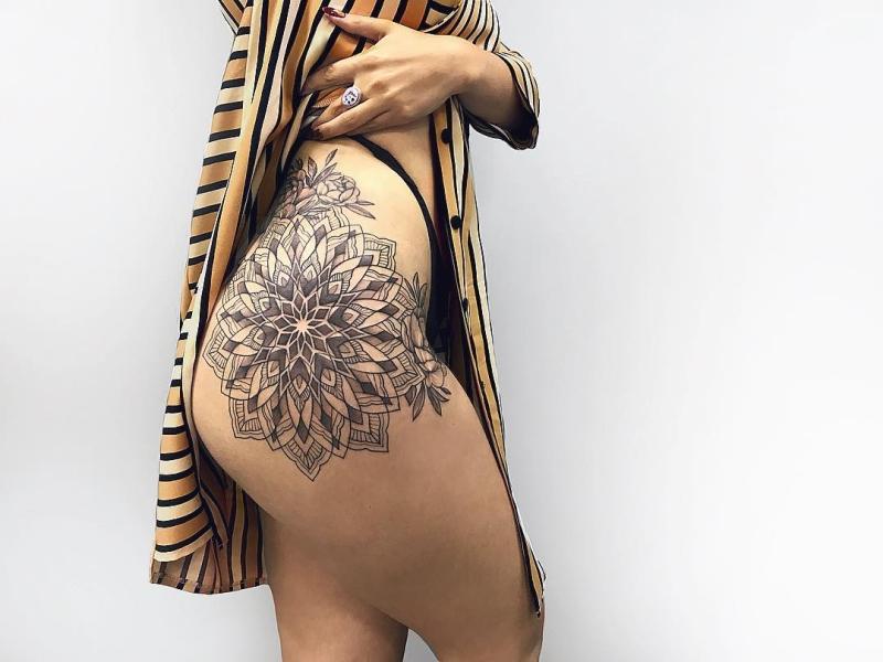 beautiful hip tattoos